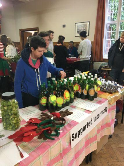 apple-juice-selling